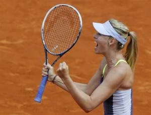 テニス=全仏オープン、シャラポワとアザレンカが準決勝へ